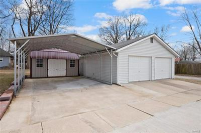 390 FRANKLIN ST, Carlyle, IL 62231 - Photo 2