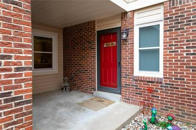5607 DUCHESNE PARQUE DR, St Louis, MO 63128 - Photo 2