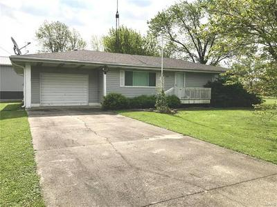 214 N CLEVELAND ST, Fillmore, IL 62032 - Photo 2
