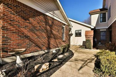 5527 DUCHESNE PARQUE DR, St Louis, MO 63128 - Photo 2