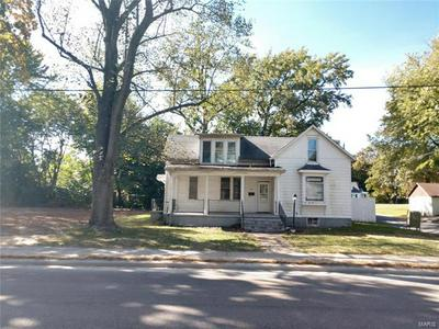 715 N MARKET ST, Sparta, IL 62286 - Photo 2