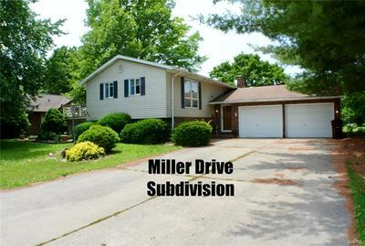 916 W MILLER DR, Staunton, IL 62088 - Photo 1