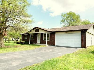 3042 LAKEWOOD DR, Vandalia, IL 62471 - Photo 2