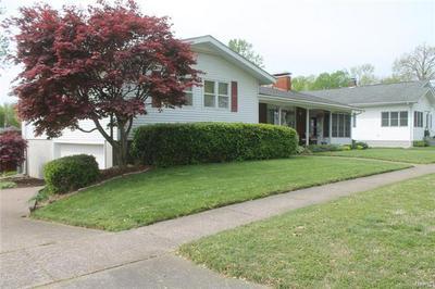 2107 DEWEY ST, Murphysboro, IL 62966 - Photo 2