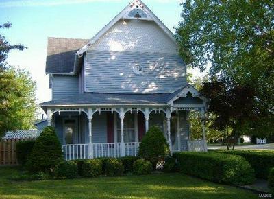 104 E DIVISION ST, Brownstown, IL 62418 - Photo 1