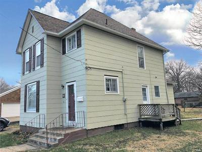 708 E HENRICHS ST, LITCHFIELD, IL 62056 - Photo 2