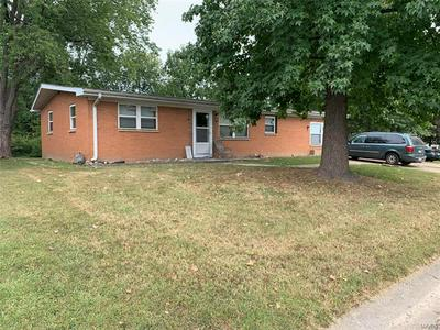 613 SUNNYHILL DR, Belleville, IL 62223 - Photo 1