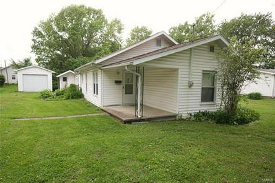 1411 N 6TH ST, Vandalia, IL 62471 - Photo 2