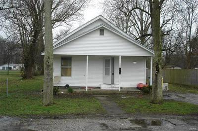 1006 E CENTER ST, BENTON, IL 62812 - Photo 1