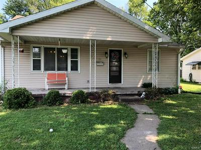 905 W SPRUCE ST, Jerseyville, IL 62052 - Photo 2