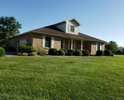 2790 GOVERNORS DR, CARLYLE, IL 62231 - Photo 1