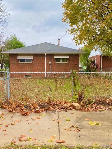 425 BOWMAN AVE, East Alton, IL 62024 - Photo 2