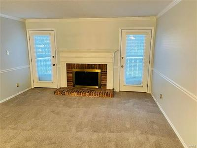 2335 MANOR GROVE DR APT 18, Chesterfield, MO 63017 - Photo 2