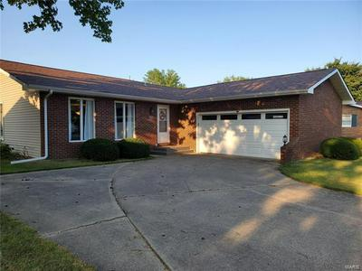 1051 SAINT CLAIR ST, Carlyle, IL 62231 - Photo 2