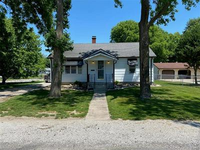 915 VOGE ST, Staunton, IL 62088 - Photo 2