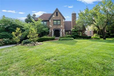 214 WOODBOURNE DR, St Louis, MO 63105 - Photo 1