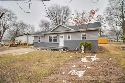 132 ROBERTS ST, Jerseyville, IL 62052 - Photo 2