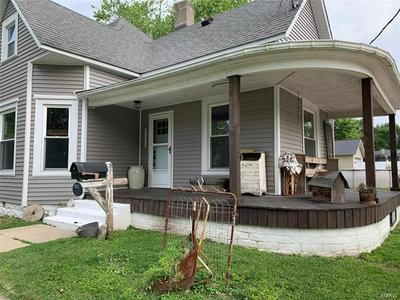913 E COLLEGE AVE, GREENVILLE, IL 62246 - Photo 2