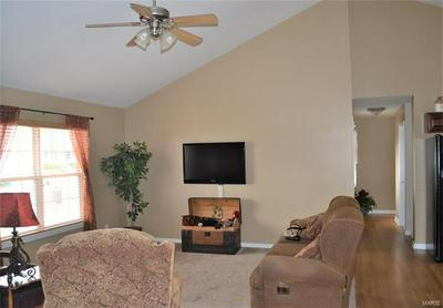 422 WINDY HILLS DR, WASHINGTON, MO 63090 - Photo 2