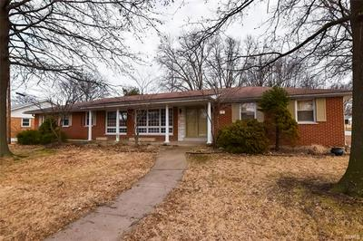 12 VALLEY DR, FLORISSANT, MO 63031 - Photo 1