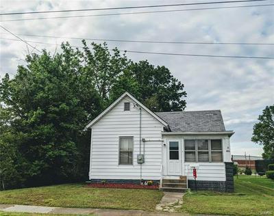 914 W CHESTNUT ST, Marion, IL 62959 - Photo 1