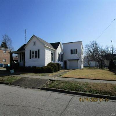 311 W ROBINSON ST, Carmi, IL 62821 - Photo 1