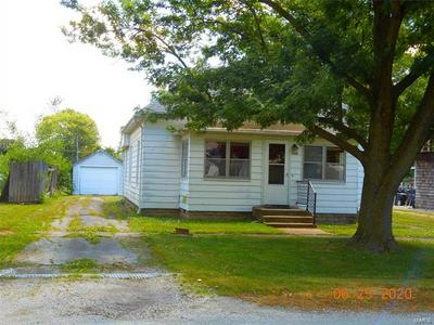 133 S MAIN ST, Witt, IL 62094 - Photo 2
