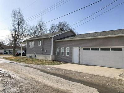 801 W 5TH ST, STAUNTON, IL 62088 - Photo 2