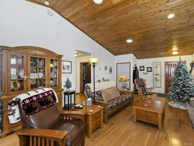 324 E MOUNTAIN VIEW BLVD, Big Bear City, CA 92314 - Photo 2