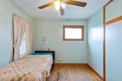 1112 BROCKMAN DR SE, Cedar Rapids, IA 52403 - Photo 2