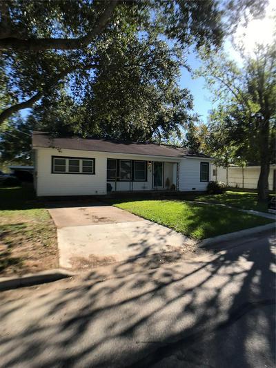 709 HACKBERRY, Ganado, TX 77962 - Photo 2