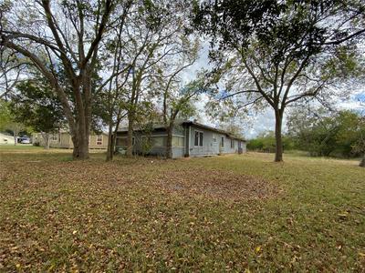705 W ASH ST, Edna, TX 77957 - Photo 2