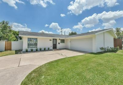 3215 ROCKYRIDGE DR, Houston, TX 77063 - Photo 2
