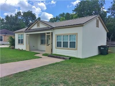 702 S EAGLE ST, Weimar, TX 78962 - Photo 2