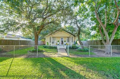 107 SINCLAIR ST, Boling, TX 77420 - Photo 1