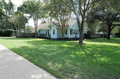 620 ATCHISON ST, Sealy, TX 77474 - Photo 2