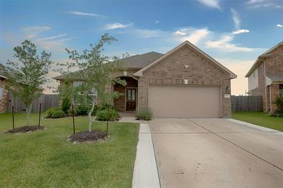 3002 BARRINGTON SPRINGS LN, Dickinson, TX 77539 - Photo 1