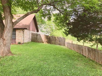 305 MATULA AVE, Schulenburg, TX 78956 - Photo 2