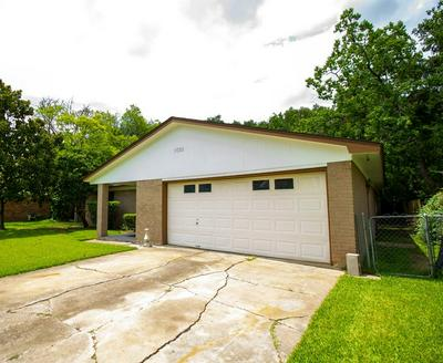 1022 MAPLE ST, Clute, TX 77531 - Photo 2