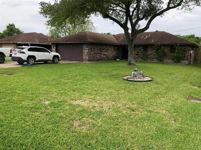 405 CINDYRELLA DR, Highlands, TX 77562 - Photo 1