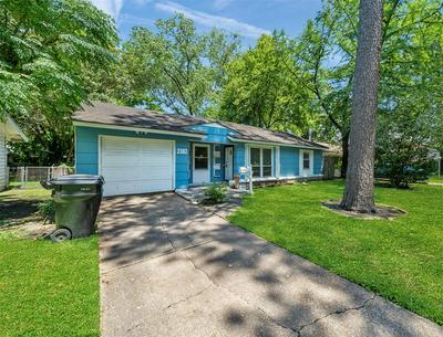 2302 ALTHEA DR, Houston, TX 77018 - Photo 2