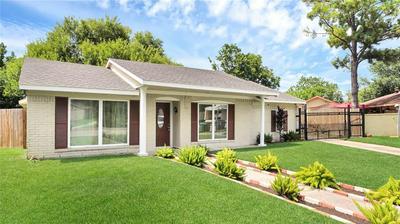 10819 SAGELEAF LN, Houston, TX 77089 - Photo 2
