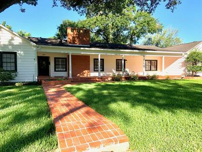 305 AVENUE D, El Campo, TX 77437 - Photo 1