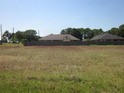 3814 DOVESWOOD CIR, Needville, TX 77461 - Photo 2
