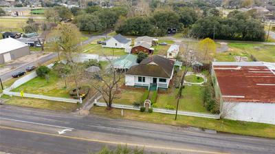 608 MILLER ST, ANAHUAC, TX 77514 - Photo 2