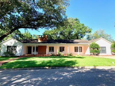 305 AVENUE D, El Campo, TX 77437 - Photo 2