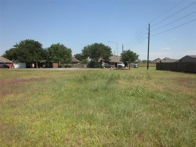 3818 DOVESWOOD CIR, Needville, TX 77461 - Photo 2
