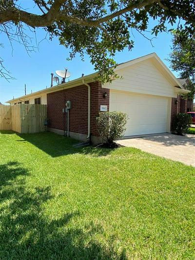 3510 DAHLIA HILL ST, Fresno, TX 77545 - Photo 2