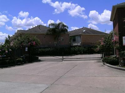 5941 S LOOP E # 104, Houston, TX 77033 - Photo 2