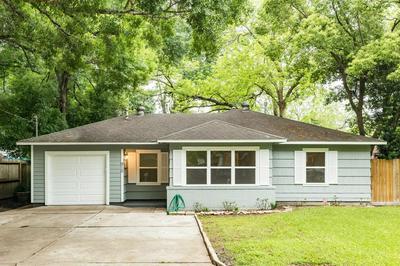 910 W WILLIS ST, ALVIN, TX 77511 - Photo 1